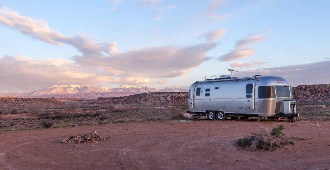 fifth wheel vs travel trailer