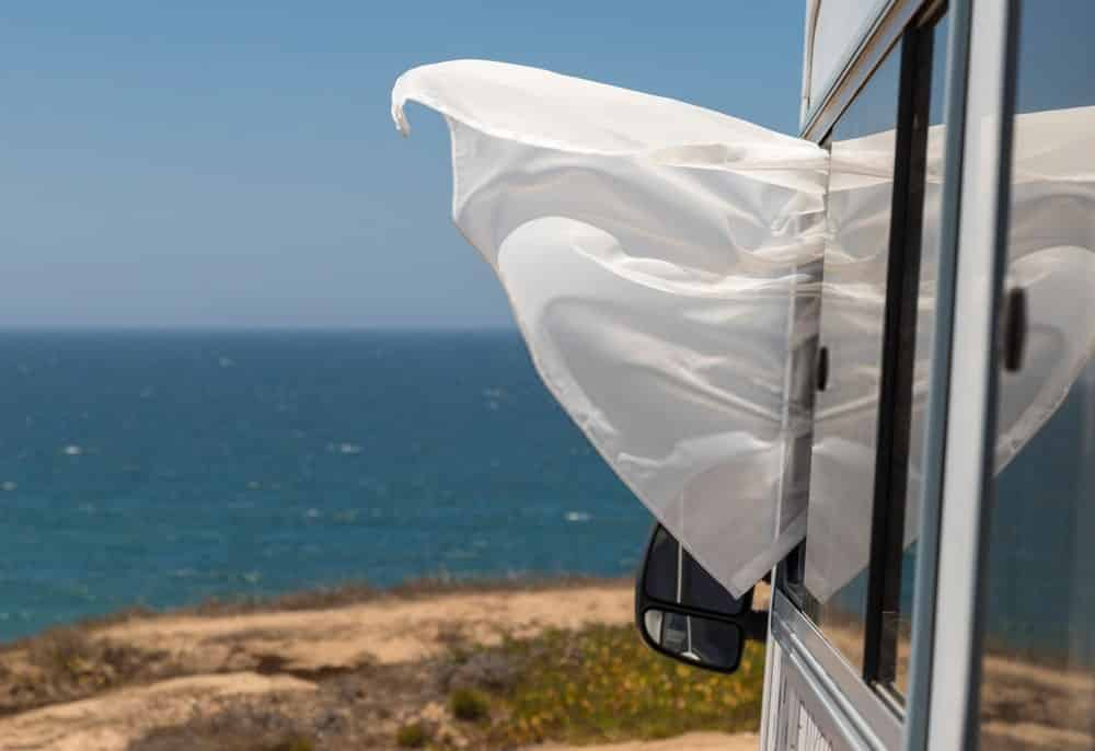 how much wind can a travel trailer withstand