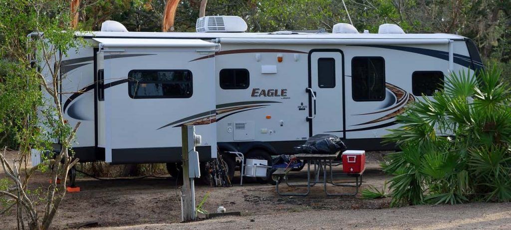 should i leave my rv plugged in when not in use