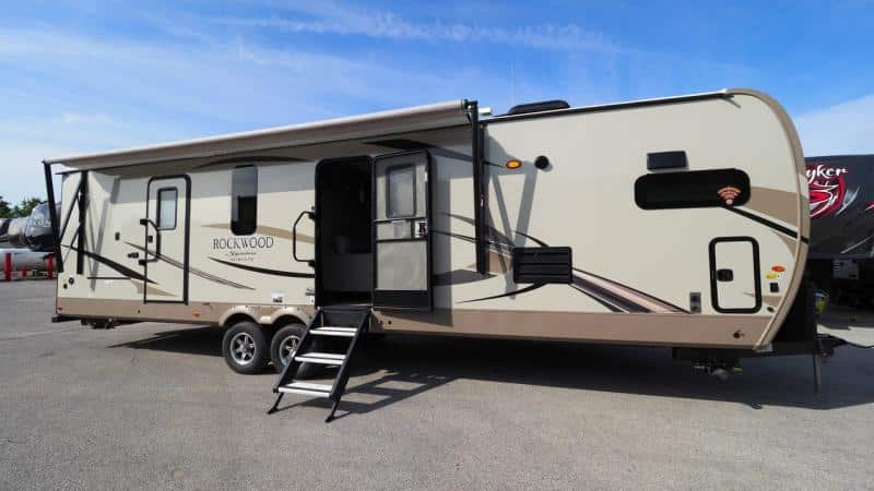 camping trailer with king bed