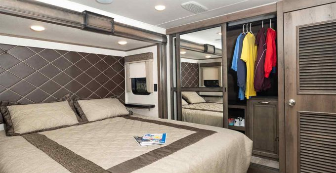 travel trailer with king bed