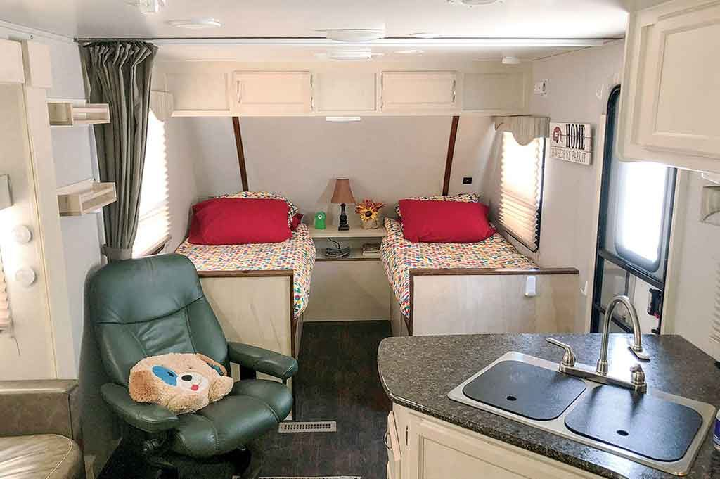 rv with twin beds