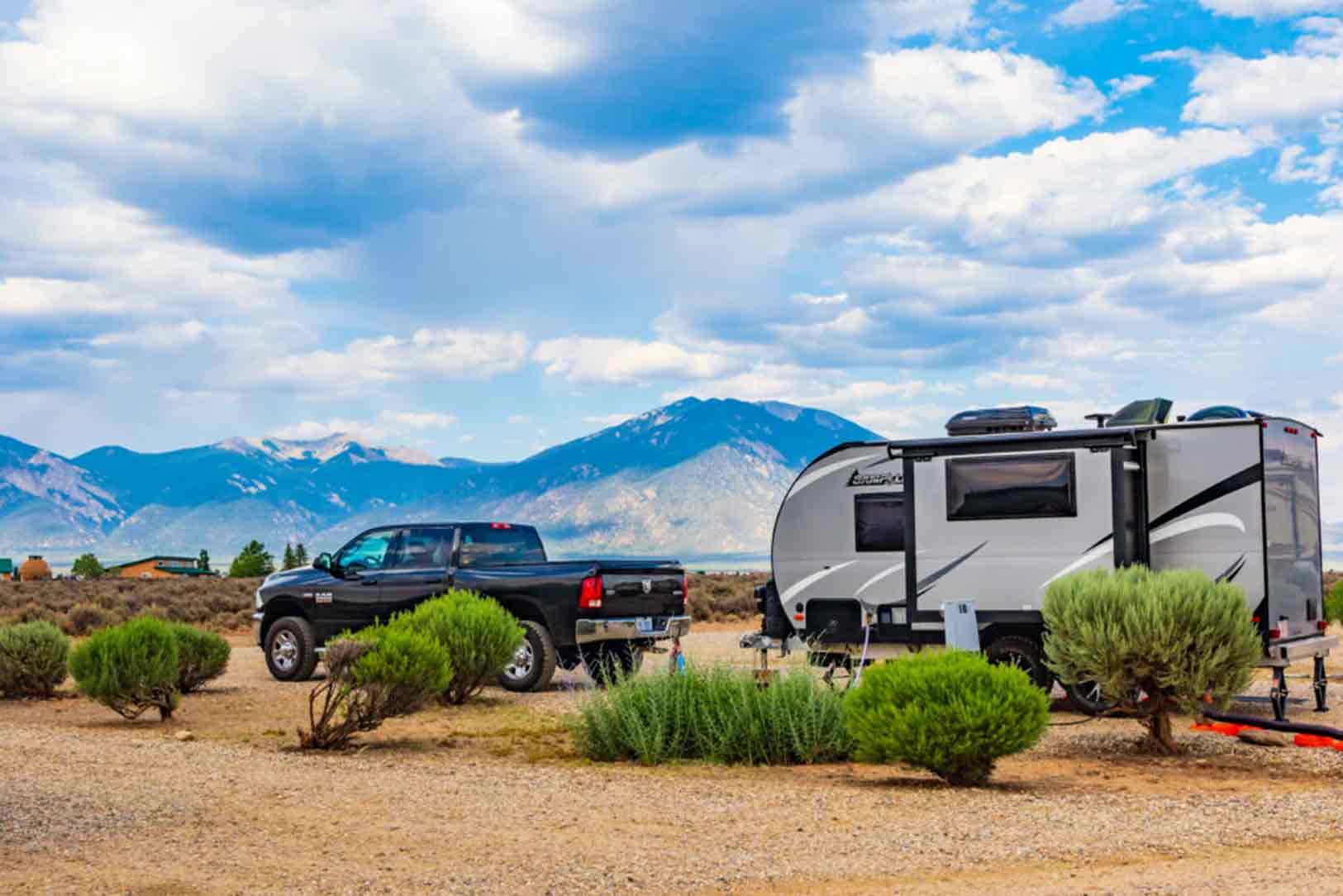 travel trailers with twin beds