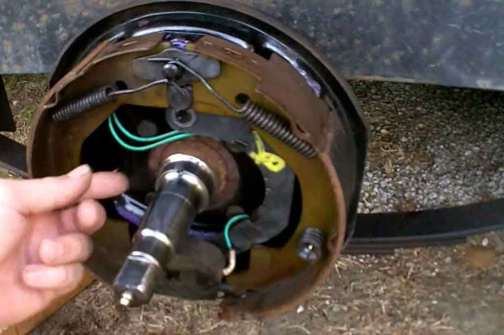 How Do Electric Trailer Brakes Work? Working Mechanism 1