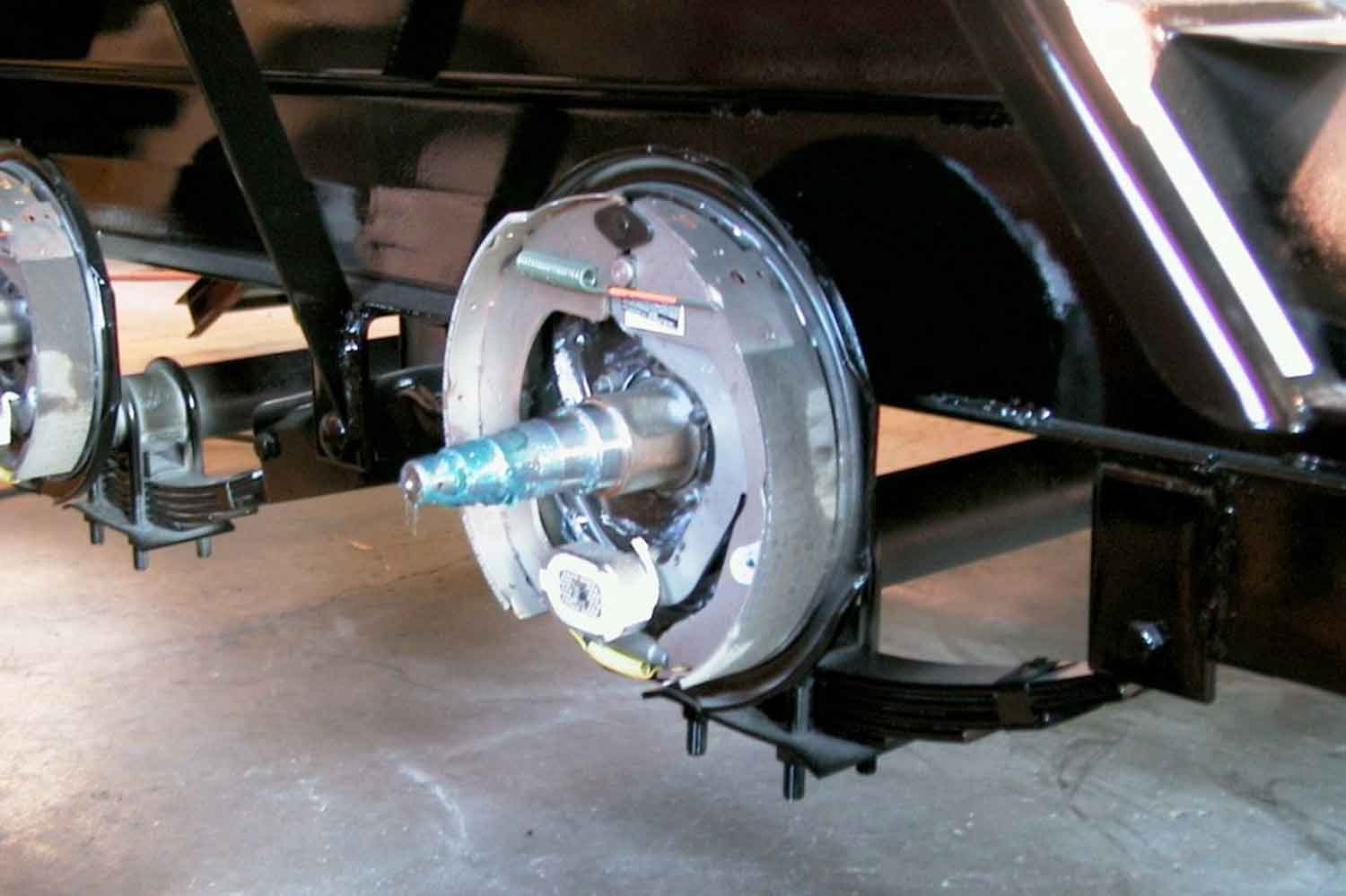 How do electric trailer brakes work